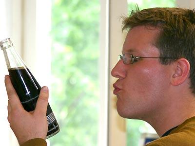 Geschmacks-Gourmet Maas beurteilt das Buket der Premium-Cola